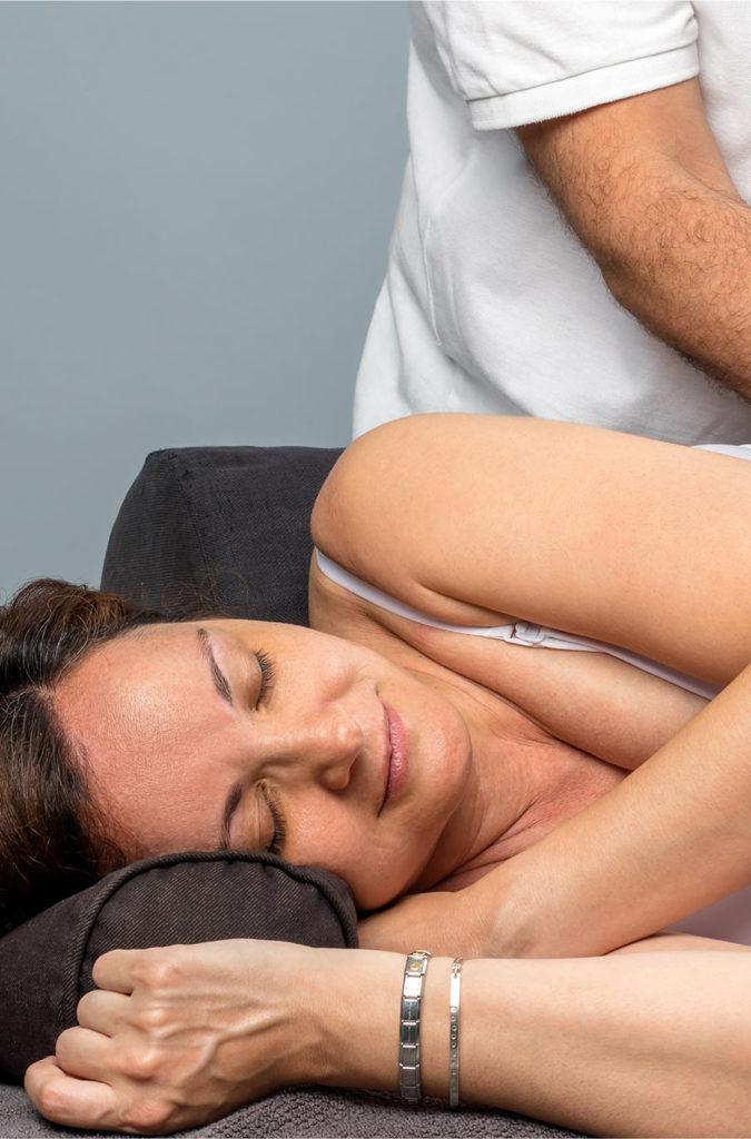 Patiente du CEESO en scéance d'osthéopathie